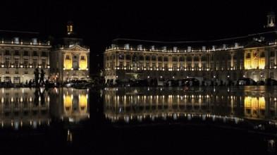 Old meets new, the Miroir d'Eau gives the Place de la Bourse it's special something.