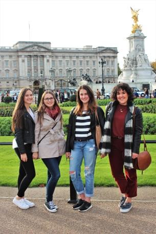 London - Buckingham Palace Group Pic